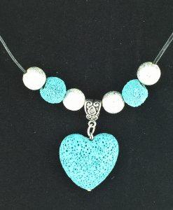 hjertepalletten mini. skinnsmykke med lys blå lava hjerte