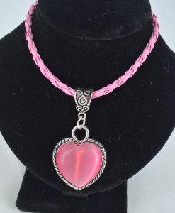 rosa kattøye hjertesmykke