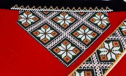 Mønster 11 i sort, rødt og grønnt