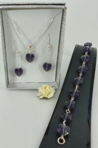 Smykkesett i krystall og lilla hjerter. Sølv