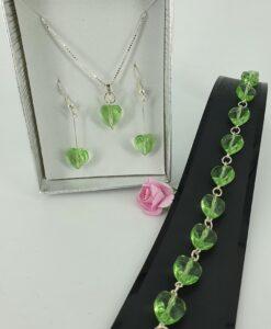 Smykkesett i grønne krystallhjerter og sølv